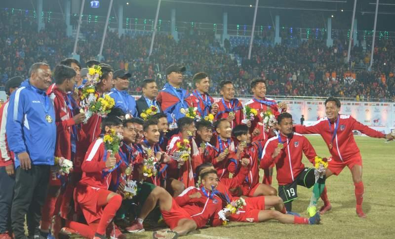 भुटानलाई २-१ ले हराउँदै नेपालले जित्याे साग फुटबलकाे स्वर्ण पदक